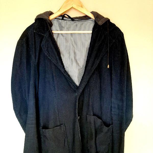 Casaco de veludo azul com capuz