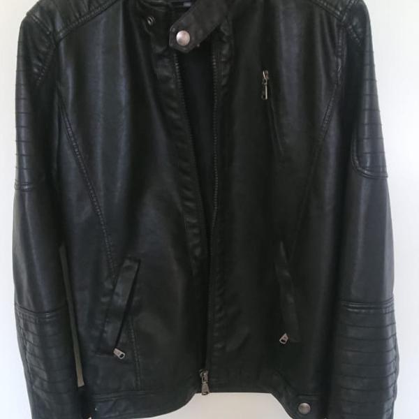 Jaqueta masculina couro sintético, cor preta , tamanho m,