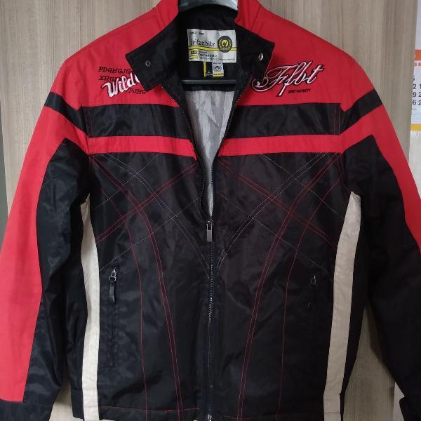 Linda jaqueta masculina, vermelha e preto