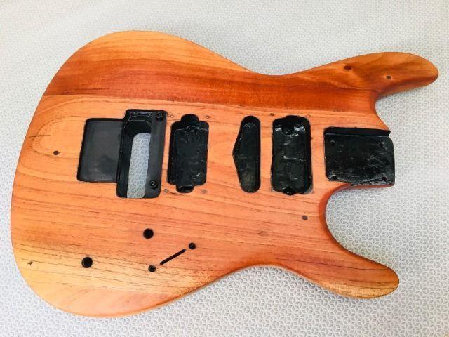 Corpo de guitarra em madeira de lei importada