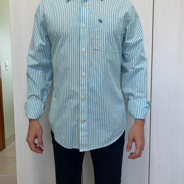 Camisa azul claro listrada