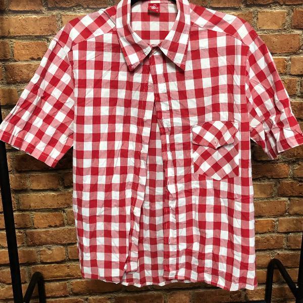Camisa xadrez vermelha e branca