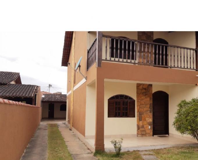 Lindíssima casa independente com ampla área externa