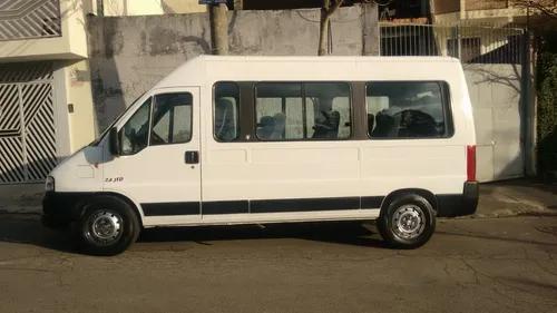 Serviço de locação/aluguel transportes com van executiva