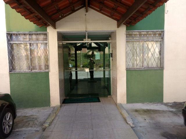 Apartamento c/ área privativa 03 quartos c/ armários b.