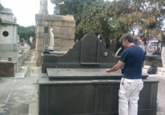 Jazigo perpétuo no cemitério são francisco xavier (caju)