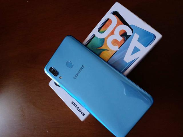 Samsung a30 zerado! passo cartão, aceito trocas