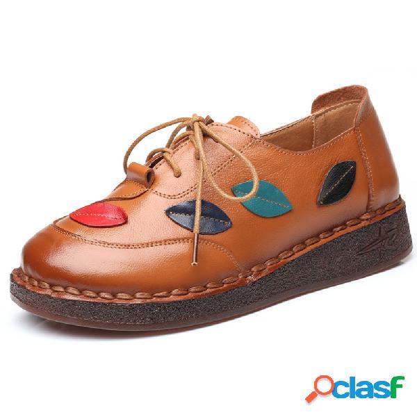 O deslizamento de couro feito a mão de emenda soft resistente ata acima sapatas lisas para mulheres
