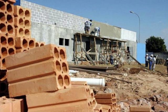 Contrata-se para construção civil