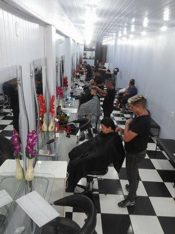 Precisa-se barbeiros e cabeleireiros