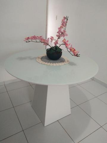 Mesa redenda com tampo de vidro