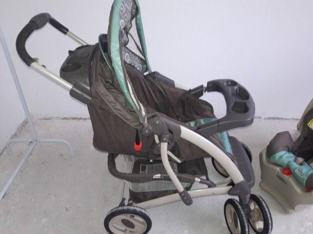 Carrinho de bebê e bebeconforto graco click