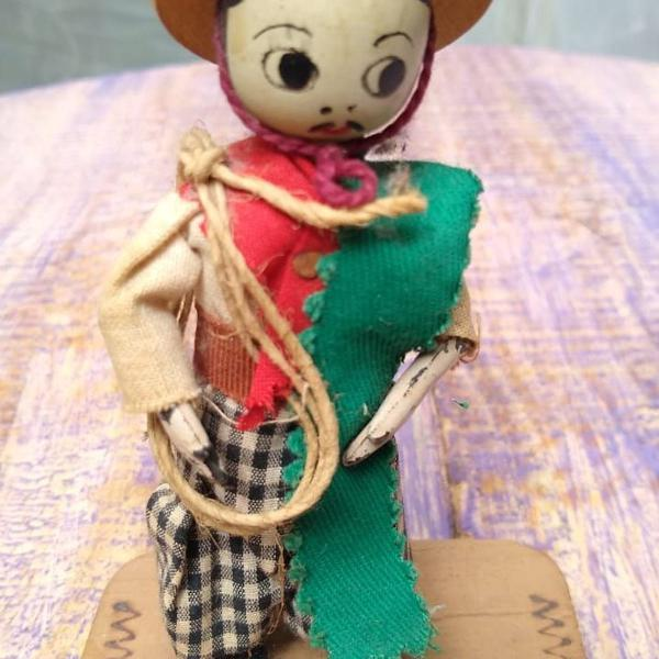Boneco gaúcho de madeira