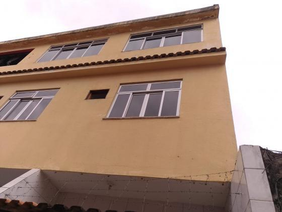 Alugo casa triplex iraja - 100 metros do metrô