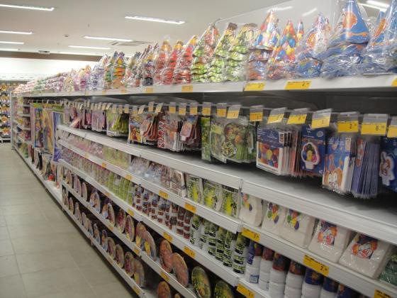 Bomboniere, loja de produtos descartáveis e artigos para
