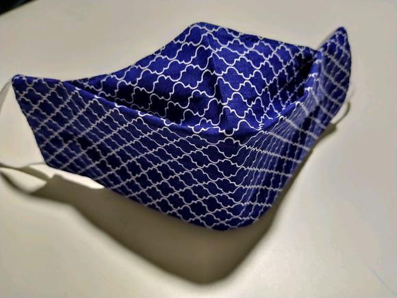 Máscara 3d azul geométrica