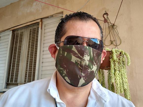 Máscara bico de pato em tecido duplo- tamanho g para homem