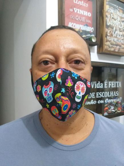 Máscara bico de pato em tecido