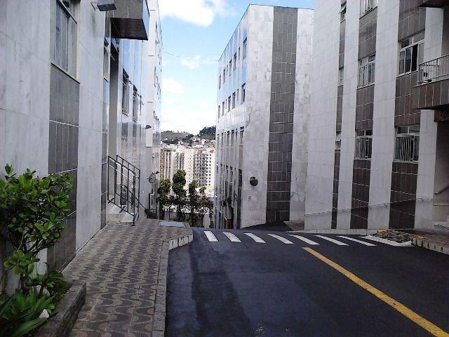 Aluga-se apartamento 2 quartos, garagem - rua olegário