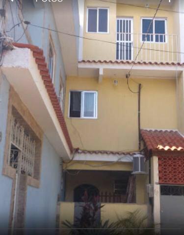 Alugo quartos para homens, compartilhados na zona norte
