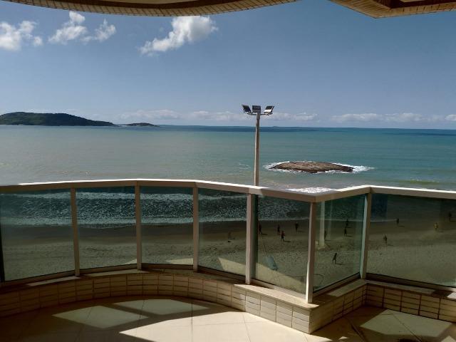 Apto de luxo, frente a praia com 3 quartos sendo 1 suíte e