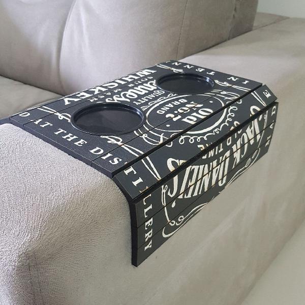 Esteira bandeja para braço de sofá porta copos jack