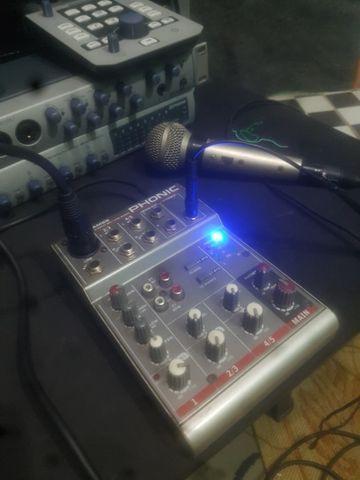 Mesa de som compacta am 55 phonic 5 canais 110v