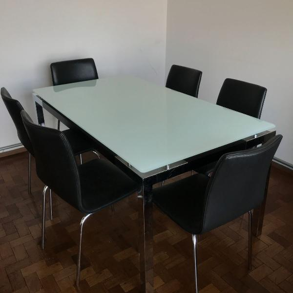 Mesa de jantar para 6 lugares com tampo de vidro jateado e