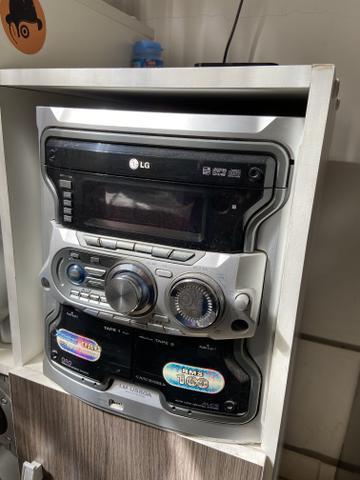 Som mini-system marca LG com 2 caixas acústicas