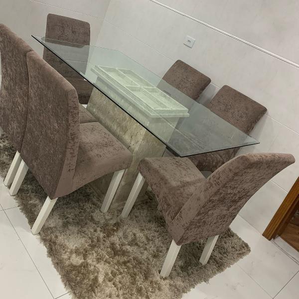 Mesa de jantar com cadeiras linda