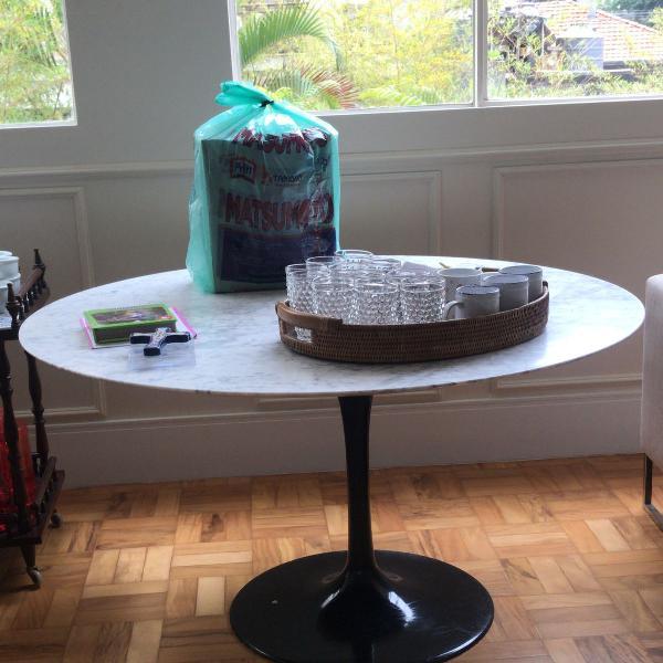 Mesa de jantar redonda saarinen