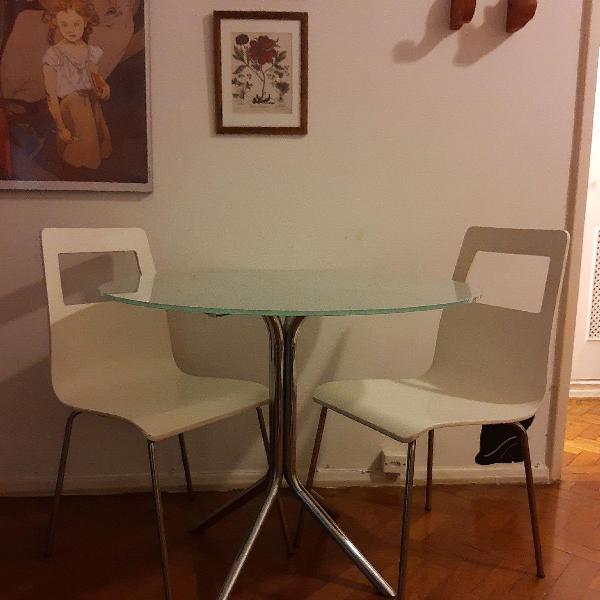 Mesa de vidro + 2 cadeiras