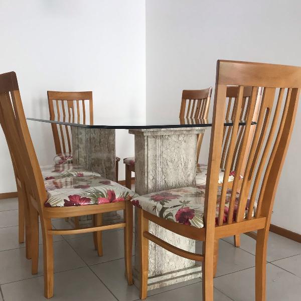 Mesa de vidro em camadas novinha com seis cadeiras em