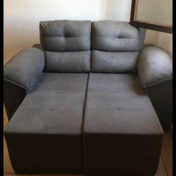 Sofá cinza retrátil e reclinável medidas 140 x 123 aberto