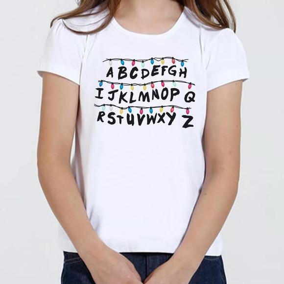 Camiseta camisa infantil feminina - stranger things alfabeto