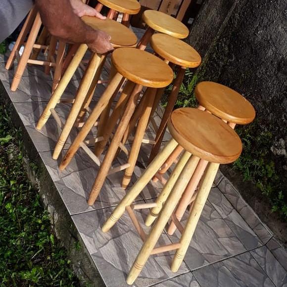 Banqueta de madeira, banquinho de madeira à pronta entrega