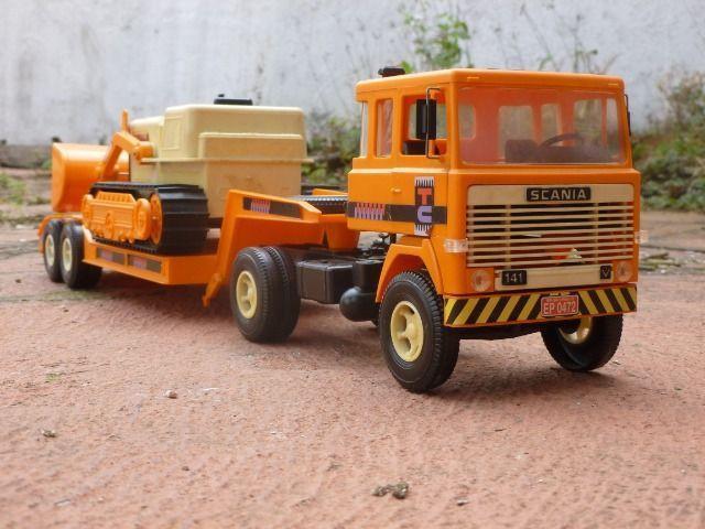 Miniatura caminhão scania lk 141 com carreta prancha e