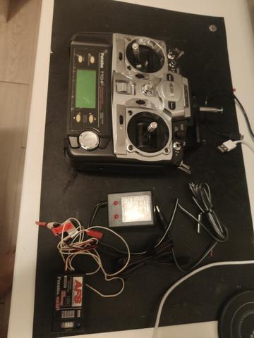 Radio futaba fm t7chp com receptor, bateria