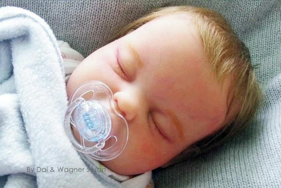Bebê reborn menino realista todo em silicone sólido