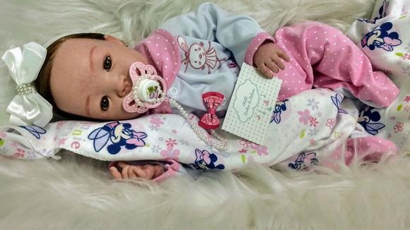 Bebê reborn realista com super enxoval de brinde
