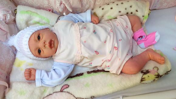 Boneca bebê reborn com lindo enxoval