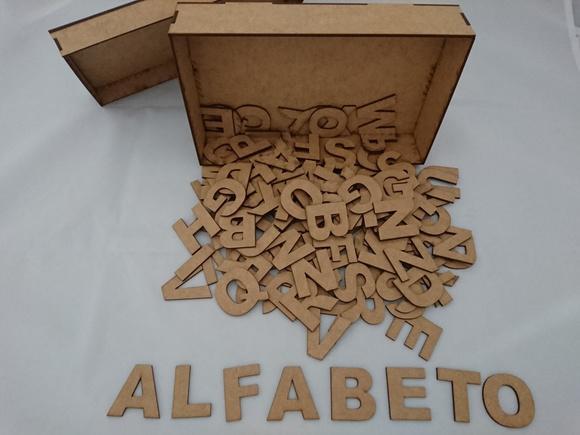 Caixa com 130 letras em mdf 3mm cru 5 alfabetos completos