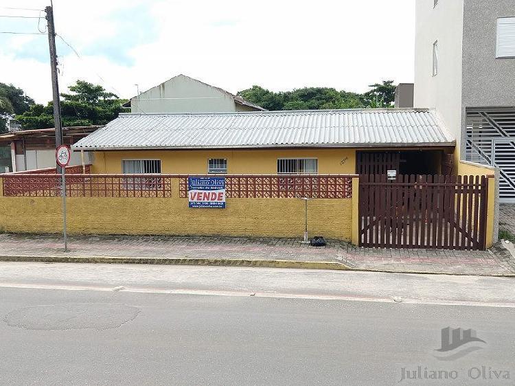 Casa localizada no centro de itapoá !