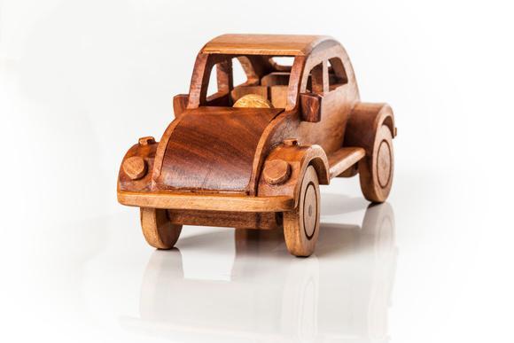 Fusca em miniatura - madeira maciça envernizada!