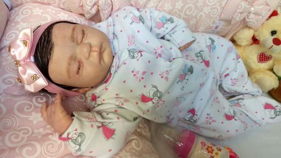 Linda bebê reborn com enxoval completo
