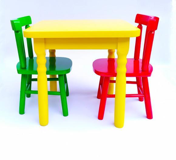 Mesa infantil + 2 cadeira madeira resistente colorida 120 dm