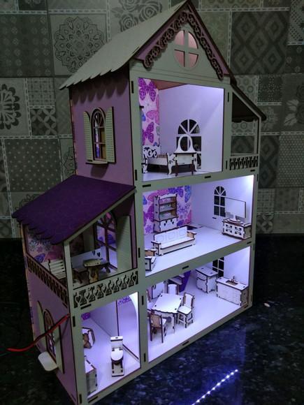 Casinha de boneca com iluminação