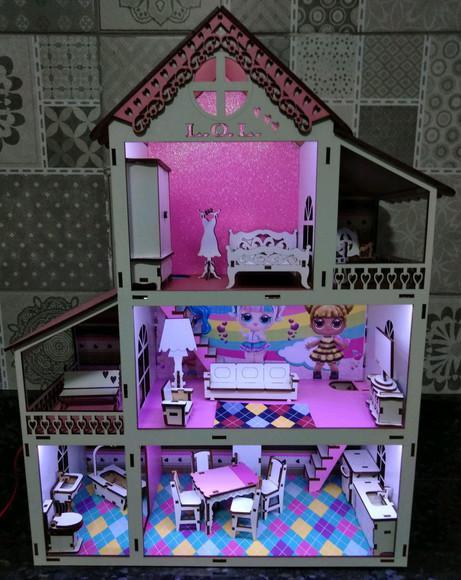 Casinha de boneca com iluminação lol