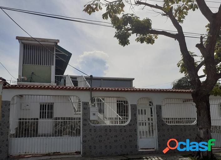 316 m2. casa en venta en urbanización los cerritos paraparal