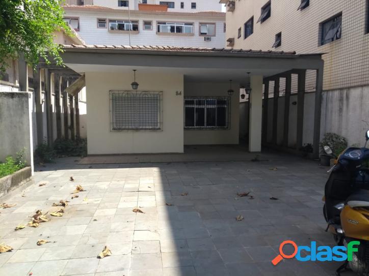 Casa isolada em santos na porta da praia com 2 dormitórios sendo 1 suíte.